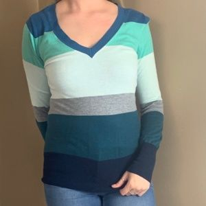 Deep V neck long sleeve sweater size small